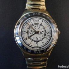 Orologi - Swatch: RELOJ CORREA ELASTICA Y CAJA ACERO DORADO SWATCH. MODELO IRONY. QUARTZ. WATER RESISTANT . SIGLO XX. Lote 155150678