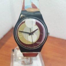 Relojes - Swatch: RELOJ (VINTAGE) SWATCH CON MÁQUINA SUIZA, ESFERA COLOR MARRÓN CON CALENDARIO, CORREA ORIGINAL. Lote 157853010