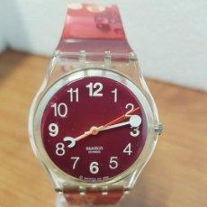 Relojes - Swatch: RELOJ (VINTAGE) SWATCH CON MÁQUINA SUIZA, ESFERA COLOR ROJA, CORREA ORIGINAL EN ROJO CON MOTIVOS . Lote 157956698