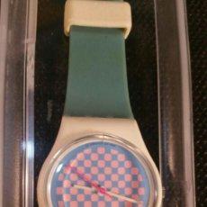 Relojes - Swatch: RELOJ SWATCH QUARTZ CUADRITOS DESCATALOGADO - FONDO DE TIENDA - MODELO MUJER. Lote 163050694