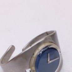 Relojes - Swatch: RELOJ POP SWATCH EN ACERO FORMA PULSERA. Lote 166247466