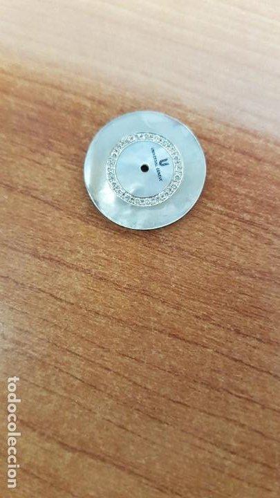 Relojes - Universal: Una esfera para reloj marca UNIVERSAL de nácar blanca con 21 brillantes, en muy buen estado - Foto 2 - 199394761