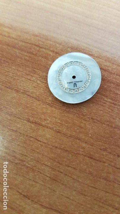 Relojes - Universal: Una esfera para reloj marca UNIVERSAL de nácar blanca con 21 brillantes, en muy buen estado - Foto 3 - 199394761
