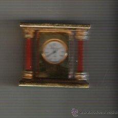 Relojes: PRECIOSO RELOJ DE COLECCION DE MARCA J CLOCK DE 5 CM. DE ALTURA CUATRO COLUNNAS BRONCE . Lote 20941418