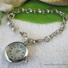 Relojes: BONITO RELOJ COLGANDO DE UNA PULSERA - ES MUY ORIGINAL. Lote 27224892