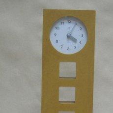 Relojes: RELOJ PARED AÑOS 80 FUNCIONA A PILAS. Lote 30380076