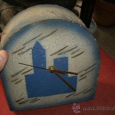 Relojes: PRECIOSO RELOJ SOBREMESA DE ARTESANIA FABRICADO EN TERRACOTA Y PINTADO A MANO. Lote 30810868