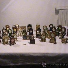 Relojes: LOTE DE 38 RELOJES DE SOBREMESA EN MINIATURA. DE TODO TIPO. VER IMÁGENES. Lote 34701926