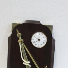 Relojes: CUADRO DE MADERA Y BRONCE 30X43 CM. Lote 36135539