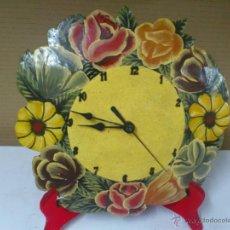 Relojes: RELOJ DE COCINA A PILAS, PINTADO A MANO. FUNCIONA.. Lote 40061578