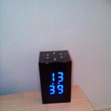 Relojes: RELOJ DESPERTADOR ELÉCTRICO NEGRO CON DISPLAY AZUL.. Lote 45058657
