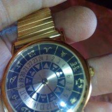 Relojes: PRECIOSO RELOJ CON EL HORÓSCOPO EN LA ESFERA Y 4 PUNTOS DE JADE EN EL INTERIOR DE LA CORREA. NUEVO. Lote 49392063