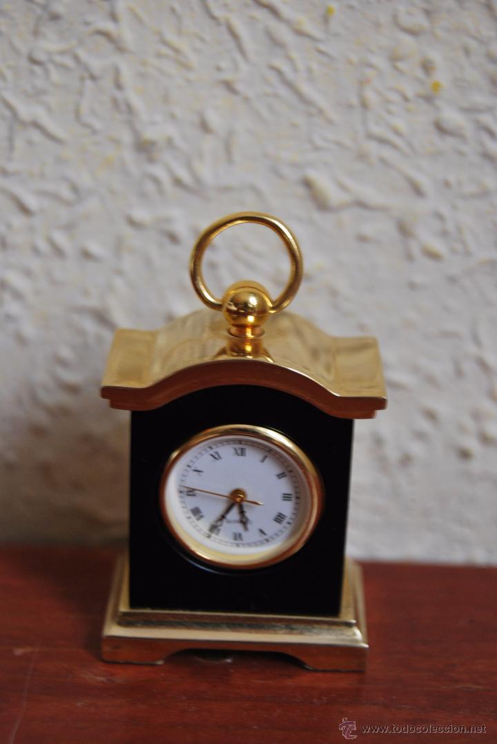 Relojes: PEQUEÑO RELOJ DE SOBREMESA - MINIATURA - CAJA DE METAL - MIYOTA JAPAN - Foto 2 - 51041406