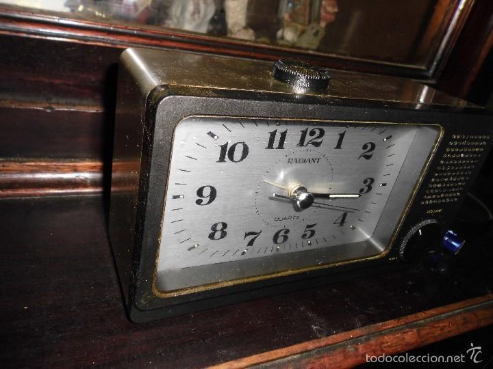 ENVIO ORDINARIO GRATUITO ANTIGUO RELOJ RADIO RADIANT (Relojes - Relojes Actuales - Otros)