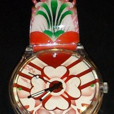 Relojes: RELOJ ANALOGICO DE MUJER CON ESPERA DE TREBOL 4 H CORREA DE PLASTICO MULTICOLOR. Lote 64406635