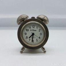 Relojes: RELOJ VINTAGE EN MINIATURA CON FORMA DE DESPERTADOR ANTIGUO EN METAL PLATEADO .. Lote 78474985