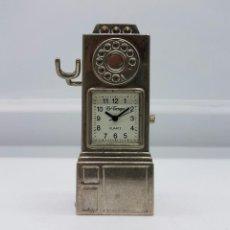 Relojes: RELOJ VINTAGE EN MINIATURA CON FORMA DE TELEFONO ANTIGUO EN METAL PLATEADO .. Lote 78475145