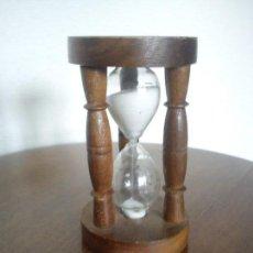 Relojes: ANTIGUIO RELOGE DE ARENA HECHO EM MADEIRA Y PLASTICO . Lote 79670421