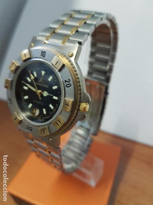 Reloj caballero cuarzo AEROTIME, con esfera de los horarios del mundo correa de acero bicolor