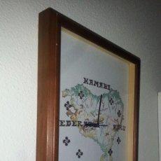 Relojes: RELOY VASCO HECHO A PUNTO DE CRUZ , RELOY CON MAPA DEL PAÏS VASCO , IMPRESIONANTE ARTE. Lote 89620788