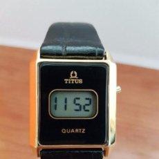 Relojes: RELOJ SEÑORA TITUS CUARZO DIGITAL CHAPADO DE ORO, CORREA DE CUERO NEGRA SIN USO, CRISTAL SIN RAYAS. Lote 94315582