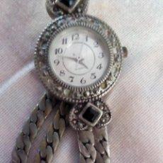 Relojes: ANTIGUO RELOJ DE COLECCIÓN DE AVON,METAL PLATEADO CON PEDRERÍA QUARTZ. DESCATALOGADO.. Lote 101651067