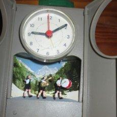 Relojes: RARO RELOJ CON MUÑECOS MUSICOS AÑOS 60. Lote 107608978