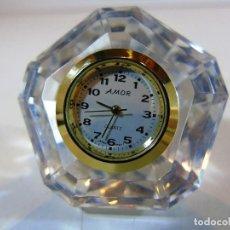 Relojes: PEQUEÑO RELOJ FIRMA AMOR DE SOBREMESA EN METACRILATO. Lote 110668055