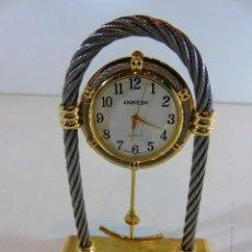 Relojes: RELOJ DE SOBREMESA DE LA MARCA ANIKESH CON CABLE DE ACERO DECORADO DORADO. Lote 110668575