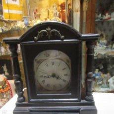 Relojes: RELOJ DE SOBREMESA, CUARZO, CON CUERPO DE MADERA. FUNCIONANDO. 26 X 12 X 33 CMS. ALTURA.. Lote 119079887