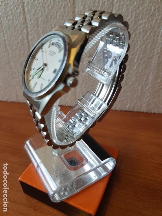 Relojes: Reloj caballero (Vintage) PULSAR cuarzo en acero, doble calendario a las tres y doce, correa acero. - Foto 2 - 130041003