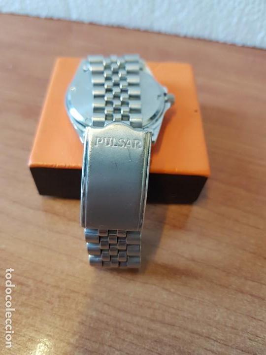 Relojes: Reloj caballero (Vintage) PULSAR cuarzo en acero, doble calendario a las tres y doce, correa acero. - Foto 8 - 130041003