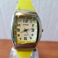 Relojes: RELOJ SEÑORA DE CUARZO XONIX EN ACERO Y SILICONA COLOR AMARILLO, CORREA SILICONA AMARILLA ORIGINAL . Lote 130045679