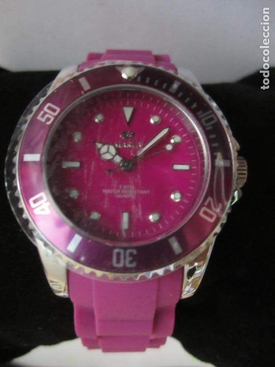 RELOJ MAREA CHICA STAINLESS STEEL 5 AT WATER RESISTANT (Relojes - Relojes Actuales - Otros)
