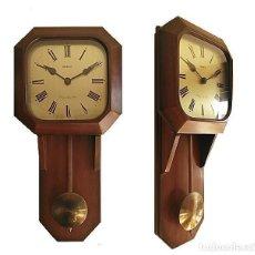 Relojes: RELOJ DE PARED DE PÉNDULO MADERA RADIANT. Lote 156822890
