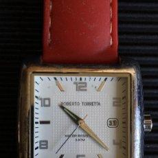 Relojes: RELOJ DE CUARZO DE LA MARCA ROBERTO TORRETTA, 3 ATM, FECHA, CON CORREA DE GOMA ROJA. Lote 165492282