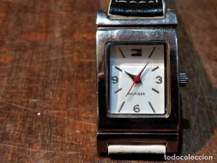 Relojes: Reloj TOMY HILFIGER T00187 - Correa reversible blanca y negro original - Foto 2 - 172993072