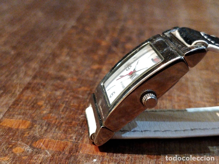 Relojes: Reloj TOMY HILFIGER T00187 - Correa reversible blanca y negro original - Foto 3 - 172993072