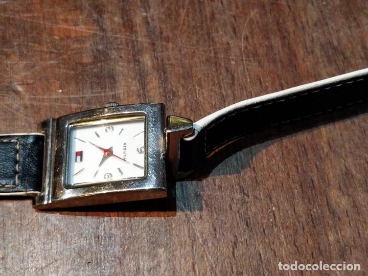 Relojes: Reloj TOMY HILFIGER T00187 - Correa reversible blanca y negro original - Foto 4 - 172993072