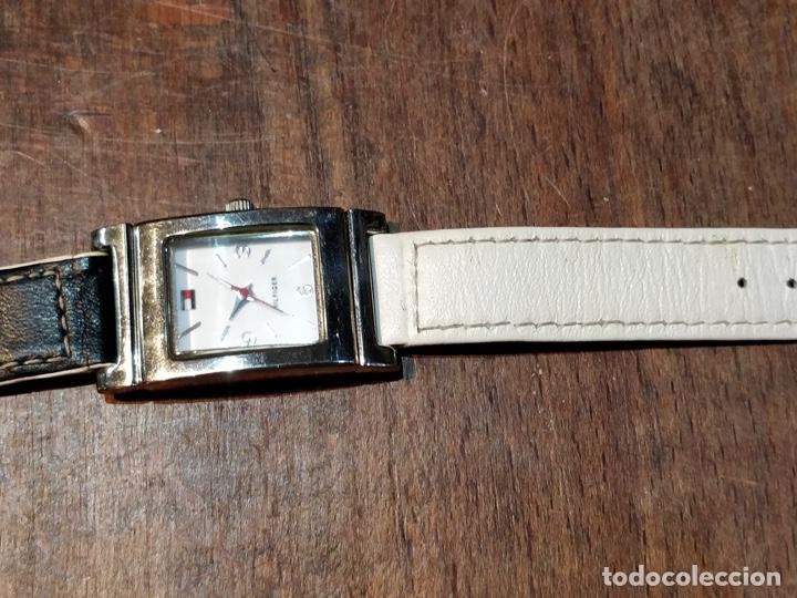 Relojes: Reloj TOMY HILFIGER T00187 - Correa reversible blanca y negro original - Foto 5 - 172993072