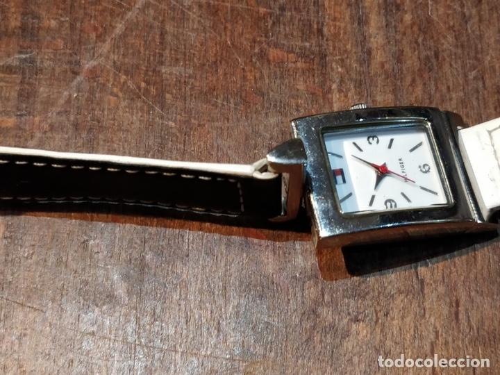 Relojes: Reloj TOMY HILFIGER T00187 - Correa reversible blanca y negro original - Foto 6 - 172993072