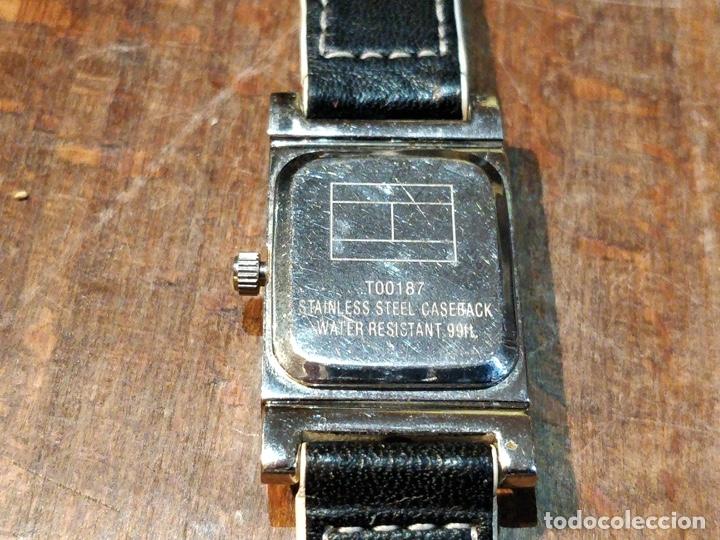 Relojes: Reloj TOMY HILFIGER T00187 - Correa reversible blanca y negro original - Foto 9 - 172993072
