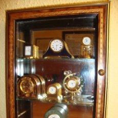 Relojes: OCASION COLECCION RELOJES MONTADOS EN MAGNIFICA VITRINA DE ARTESANIA ITALIANA DIMENSIONES 35 X 25 CM. Lote 177980707