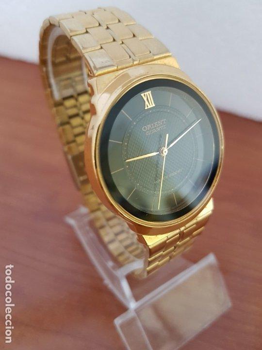 Relojes: Reloj (Unisex) marca Orient de cuarzo chapado de oro con correa chapada de oro, esfera negra - Foto 6 - 178371891