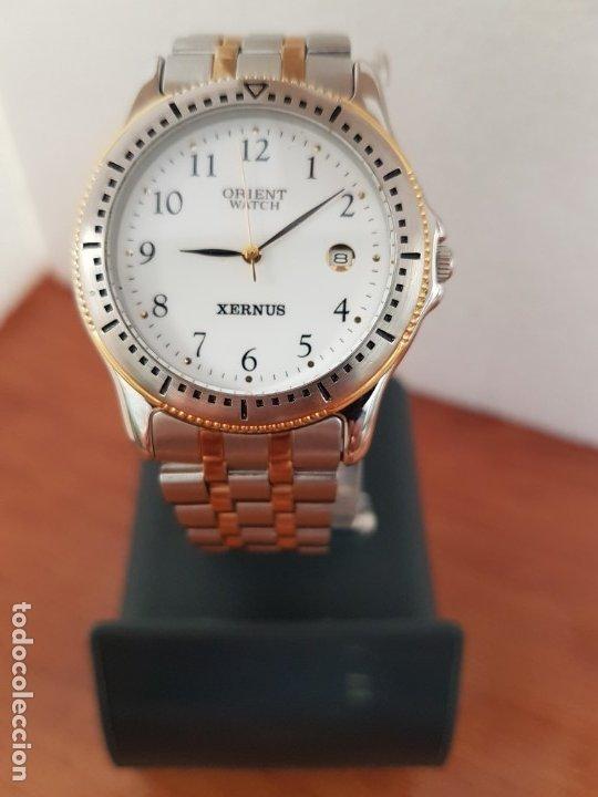 Relojes: Reloj de caballero ORIENT cuarzo acero y oro, esfera blanca, calendario las tres, correa acero oro. - Foto 2 - 178651967