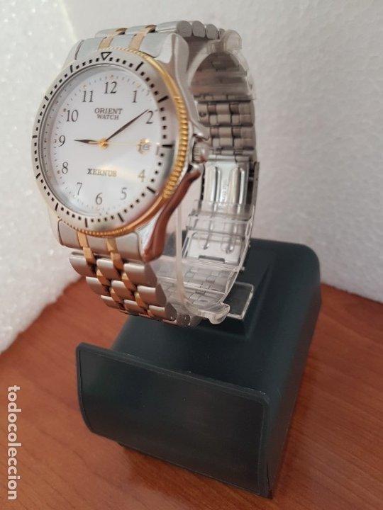 Relojes: Reloj de caballero ORIENT cuarzo acero y oro, esfera blanca, calendario las tres, correa acero oro. - Foto 5 - 178651967