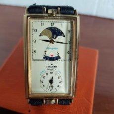 Relojes: RELOJ UNISEX CUARZO TRIDENT CON DOBLE RELOJ CHAPADO DE ORO, CALENDARIO Y FASE LUNAR CORREA CUERO NEG. Lote 190818455