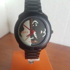 Relojes: RELOJ DE SEÑORA UNISEX (VINTAGE) BENETTON BY BULOVA DE ACERO, CON CORREA NEGRA RESINA NUEVA SIN USO. Lote 191297018