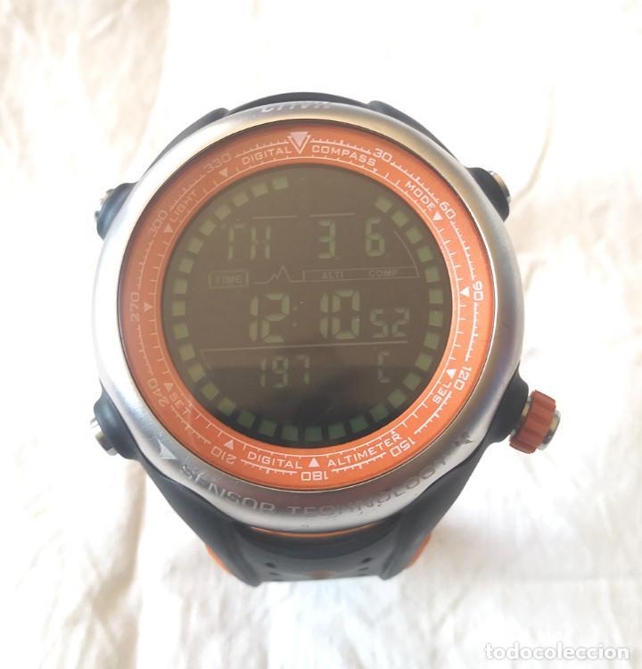 RELOJ DIGITAL CRIVIT 1 LD2900 DE ACERO CON BRUJULA, ALTÍMETRO, FUNCIONA (Relojes - Relojes Actuales - Otros)