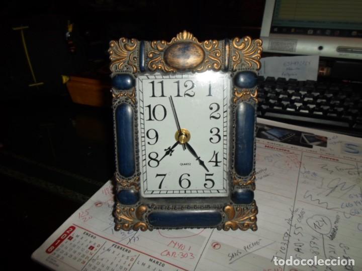 RELOJ DE MESA MARCO DE FOTO EN RESINA - CUARZO MEDIDA 16 X 12 CM. FUNCIONANDO (Relojes - Relojes Actuales - Otros)